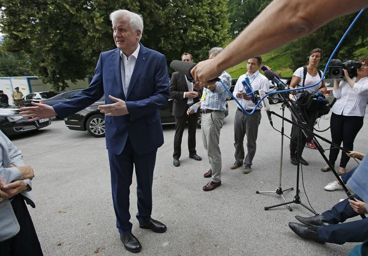 Bavarian state premier and leader of the Christian Social Union (CSU) Horst Seehofer arrives for a news conference in Sankt Quirin, southern Germany July 26, 2016.   REUTERS/Michaela Rehle