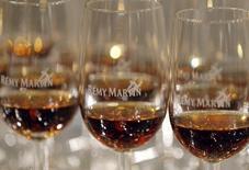 Rémy Cointreau affiche une hausse de sa croissance organique au second trimestre. Le chiffre d'affaires du propriétaire du cognac Rémy Martin enregistre une progression de 2,5% en données publiées et de 4,1% à taux de changes et périmètre constants. /Photo d'archives/REUTERS/Régis Duvignau