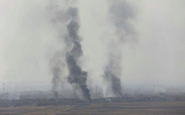 Smoke rises from clashes at Bartila in the east of Mosul during clashes with Islamic State militants, Iraq, October 18, 2016. REUTERS/Thaier Al-Sudani