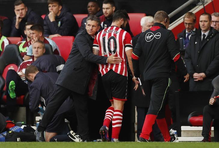 Britain Football Soccer - Southampton v Burnley - Premier League - St Mary's Stadium - 16/10/16Southampton manager Claude Puel as Charlie Austin is substitutedAction Images via Reuters / John SibleyLivepic
