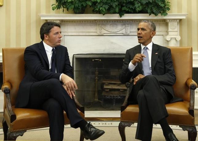 10月18日、オバマ米大統領はホワイトハウスでイタリアのレンツィ首相と会談した。写真左がレンツィ氏、右がオバマ氏。(2016年 ロイター/Kevin Lamarque)