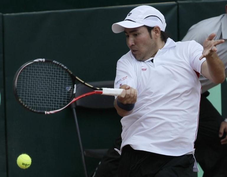 Daniel Garza of Mexico returns the ball to Canada's Milos Raonic during their Davis Cup singles tennis match in Toluca near Mexico City March 6, 2011. REUTERS/Henry Romero