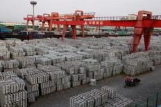 La Chine a enregistré au troisième trimestre une croissance économique de 6,7% sur un an, comme sur les deux trimestres précédents et comme prévu par les économistes, l'augmentation des dépenses publiques et la vitalité du marché immobilier ayant compensé la faiblesse persistante des exportations. /Photo d'archives/REUTERS/Aly Song