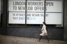 Le marché du travail en Angleterre a ralenti sur les trois mois à fin août même si le vote en faveur d'une sortie de l'Union européenne ne semble pas avoir fortement affecté l'emploi./Photo d'archives/REUTERS/Andrew Winning