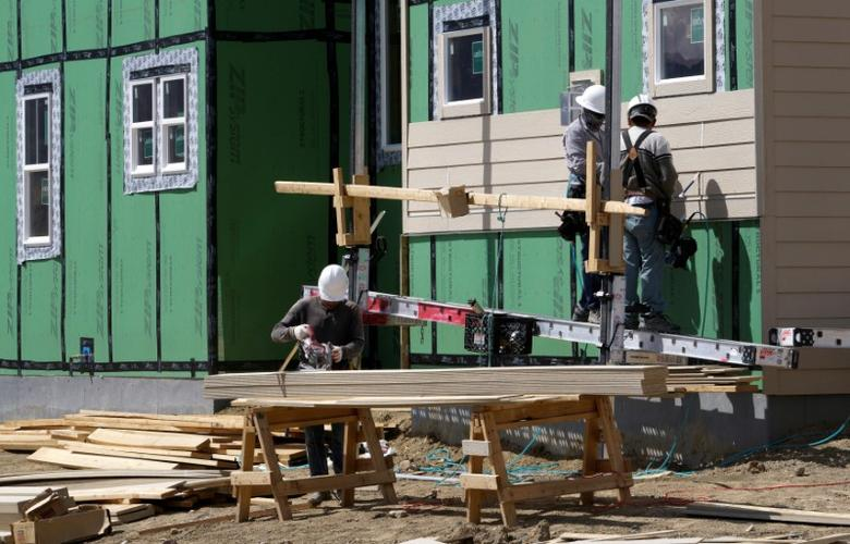 Workers construct a new home in Leyden Rock in Arvada, Colorado, U.S. August 30, 2016.   REUTERS/Rick Wilking/File Photo