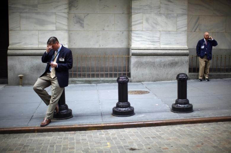 Traders stand outside the New York Stock Exchange, March 27, 2009.  REUTERS/Eric Thayer