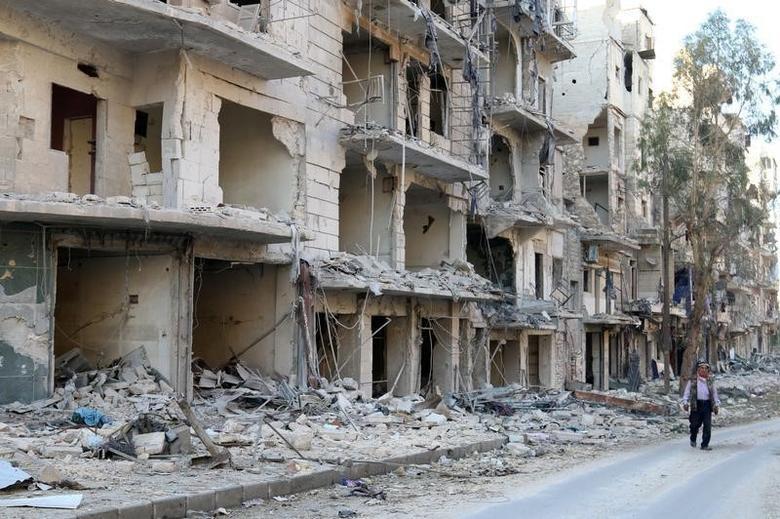 A man walks past damaged buildings in the rebel held besieged al-Sukkari neighbourhood of Aleppo, Syria October 19, 2016. REUTERS/Abdalrhman Ismail