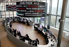 Les Bourses européennes ont ouvert en très légère hausse vendredi. À Paris, le CAC 40 gagne 0,16% dans les premiers échanges. À Francfort, le Dax prend 0,19% et à Londres, le FTSE avance de 0,13%. /photo d'archives/REUTERS/Jacky Naegelen