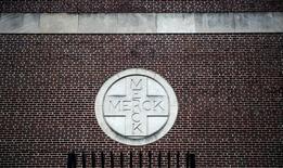 Кампус Merck & Co. в Линдене, штат Нью-Джерси. Американская фармацевтическая компания Merck & Co Inc сообщила, что ее квартальная выручка превзошла ожидания, преимущественно благодаря росту спроса на новый препарат от рака Keytruda, и улучшила годовой прогноз. REUTERS/Jeff Zelevansky
