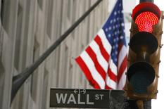 La Bourse de New York a fini en légère baisse mardi, effaçant une bonne partie de ses gains accumulés la veille. Le Dow Jones a cédé 0,29%, le S&P-500 a perdu 0,38%, à et le Nasdaq Composite a reculé de 0,5%. /Photo d'archives/REUTERS/Lucas Jackson