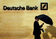 Le groupe mexicain InvestaBank a annoncé mercredi avoir conclu le rachat de deux filiales locales de Deutsche Bank, sans préciser le montant de l'opération. /Photo d'archives/REUTERS/Luke MacGregor