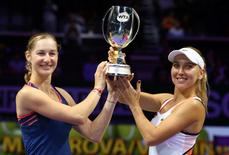 Tennis - Singapore WTA Finals Doubles Finals - Singapore Indoor Stadium, Singapore - 30/10/2016 - Ekaterina Makarova of Russia and Elena Vesnina of Russia celebrate after defeating Bethanie Mattek-Sands of the U.S. and Lucie Safarova of the Czech Republic REUTERS/Yong Teck Lim