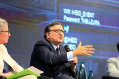 """José Manuel Barroso, ancien premier ministre du Portugal et ancien président de la Commission européenne, lors d'une conférence à Genève. Selon le comité d'éthique de l'exécutif de l'UE, Barroso n'a violé aucune règle en étant recruté par Goldman Sachs mais il n'a pas fait preuve d'un """"bon jugement"""". /Photo prise le 20 octobre 2016/REUTERS/Pierre Albouy"""