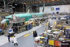 Planta de aviones de Boeing en Renton, Estados Unidos. 7 de diciembre de 2015. La actividad fabril en Estados Unidos subió por segundo mes consecutivo en octubre por un repunte de la producción y las contrataciones, lo que respalda la opinión de que las manufacturas recuperarán cierto impulso en el cuarto trimestre. REUTERS/Matt Mills McKnight