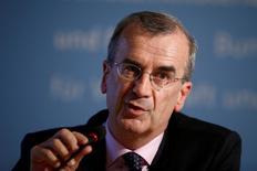 """Correction: bien lire dans le titre de la photo que François Villeroy de Galhau appelle le secteur financier à se préparer à l'éventualité d'un """"hard Brexit"""". /François Villeroy de Galhau, gouverneur de la Banque de France. Les banques et sociétés d'assurance de la zone euro doivent se préparer à l'éventualité d'un """"hard Brexit"""" qui limiterait l'accès du Royaume-Uni au marché unique de l'Union européenne (UE), a-t-il déclaré. /Photo prise le 23 septembre 2016/REUTERS/Axel Schmidt"""