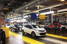 Workers assemble Chevy Bolt EV cars at the General Motors assembly plant in Orion Township, Michigan, U.S. November 4, 2016.   REUTERS/Joe White
