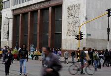 El Banco Central de Colombia en Bogotá, ago 20, 2014. Los precios al consumidor en Colombia bajaron un 0,06 por ciento en octubre, un dato mejor al esperado por el mercado, informó el sábado el Departamento Nacional de Estadísticas (DANE). REUTERS/John Vizcaino