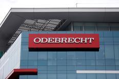 Logo da Odebrecht em edifício da empreiteira em Lima, no Peru. 28/06/2016 REUTERS/Janine Costa