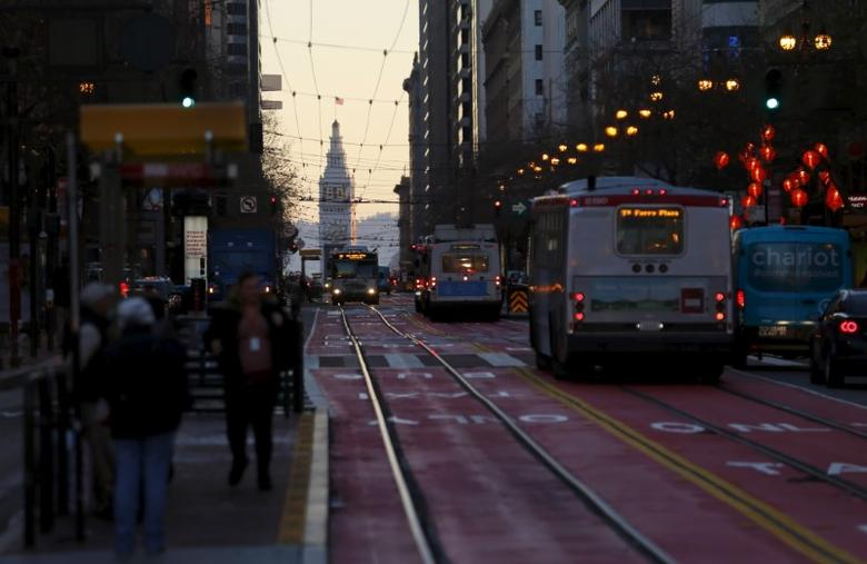 City buses travel down a city street in San Francisco, California, February 5, 2016.  REUTERS/Mike Blake