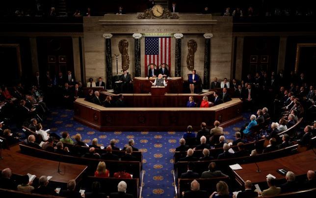 11月8日、米大統領選と合わせて行われた米連邦議会選は、共和党が上下両院で過半数を維持する見通しとなった。写真は米議会、6月撮影(2016年 ロイター/Carlos Barria)