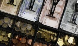 La croissance économique de la zone euro devrait ralentir l'année prochaine., a déclaré mercredi la Commission européenne. /Photo d'archives/REUTERS/Michaela Rehle