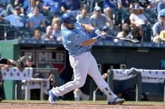 Sep 19, 2016; Kansas City, MO, USA; Kansas City Royals designated hitter Kendrys Morales (25) connects for a three run home run in the fifth inning against the Chicago White Sox at Kauffman Stadium. Mandatory Credit: Denny Medley-USA TODAY Sports