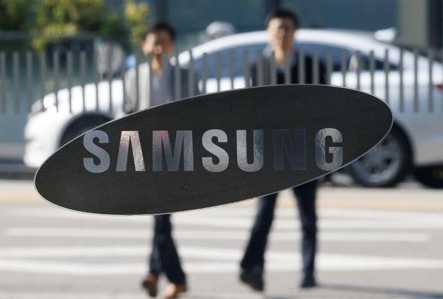 11月14日、韓国のサムスン電子は、米音響機器メーカーでコネクテッドカー(インターネットに接続できる車)技術を手掛ける米ハーマン・インターナショナル・インダストリーズを約80億ドルで買収することで合意したと発表した。写真はサムスンのロゴ。ソウルで8日撮影(2016年 ロイター/Kim Hong-Ji)