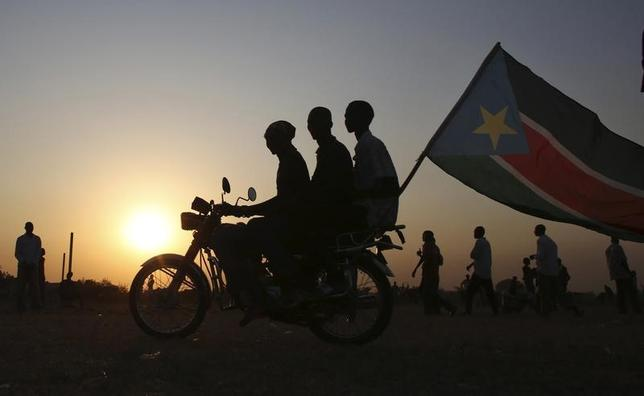 11月15日、日本政府は、南スーダンで国連平和維持活動(PKO)に当たる陸上自衛隊の部隊に、「駆け付け警護」などの新任務を付与することを閣議決定した。南スーダン・アビエイで2013年撮影(2016年 ロイター/Goran Tomasevic)