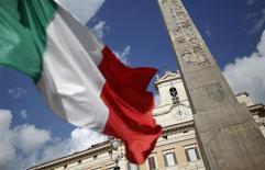 La croissance italienne a accéléré un peu plus qu'attendu au troisième trimestre, soutenue par la demande intérieure. Le produit intérieur brut a progressé de 0,3% par rapport aux trois mois précédent après avoir stagné au deuxième trimestre. /Photo d'archives/REUTERS/Tony Gentile