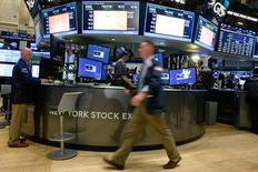 La Bourse de New York a débuté sur une note hésitante mardi. Dans les premiers échanges, le Dow Jones perd 0,17%, le S&P-500 progresse en revanche de 0,25% et le Nasdaq Composite prend 0,74%. /Photo prise le 10 novembre 2016/REUTERS/Brendan McDermid