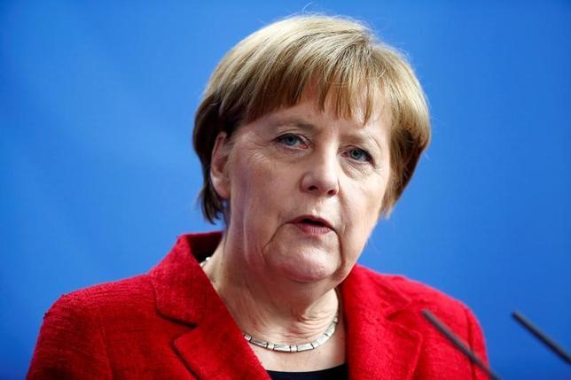 11月15日、ドイツのメルケル首相(写真)は適切な時期に、4選出馬の是非について表明する方針だ。4月撮影(2016年 ロイター/Hannibal Hanschke)