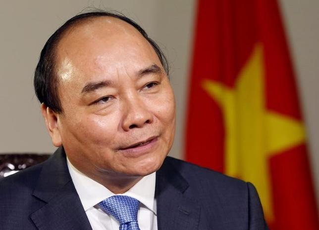 11月17日、ベトナムのグエン・スアン・フック首相は17日、環太平洋連携協定(TPP)の批准案の国会への提出を中止したことを明らかにした。写真は同首相。ハノイで5月撮影(2016年 ロイター/Kham)
