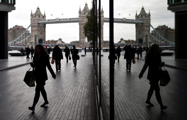 11月16日、英国での世論調査によると、同国の有権者は欧州連合(EU)離脱後も加盟国との自由貿易継続を求めている一方、加盟国からの移民流入には制限を設けることを望んでいることが分かった。写真はロンドンで昨年11月撮影(2016年 ロイター/Toby Melville)