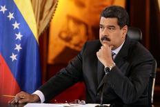 """Imagen de archivo del presidente de Venezuela, Nicolás Maduro, en una reunión con empresarios en Caracas, nov 4, 2016. El presidente Venezuela, Nicolás Maduro, dijo el miércoles que los países productores de petróleo están """"listos"""" para conseguir un acuerdo """"contundente"""" para reducir el bombeo, con miras a impulsar los alicaídos precios del crudo.  REUTERS/Marco Bello"""