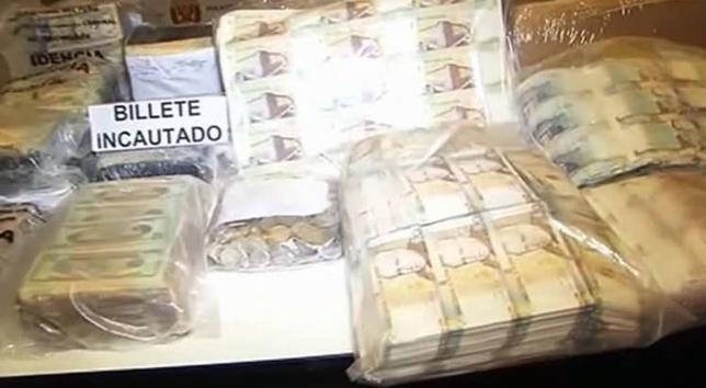 11月17日、米大統領警護隊(シークレットサービス)は、米国とペルーの当局が、過去最大となる3000万ドル(約33億円)の偽札を押収したと明らかにした。写真はペルー内務省提供によるロイタービデオの映像から(2016年 ロイター)