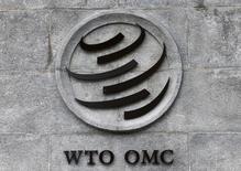 El logo de la OMC en su sede en Ginebra, Suiza, 3 de junio, 2016.Es muy probable que Brasil presente un reclamo ante la Organización Mundial de Comercio por los aranceles que impuso Estados Unidos a las exportaciones brasileñas de algunos productos de acero, dijo el viernes un funcionario del Ministerio de Relaciones Exteriores del país sudamericano.REUTERS/Denis Balibouse   - RTSG132
