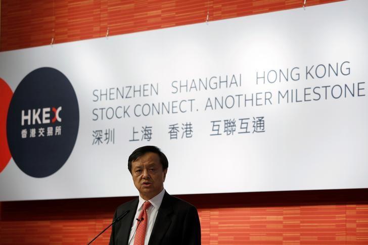 2016年8月16日,香港,港交所行政总裁李小加在介绍深港通的记者会上讲话。REUTERS/Bobby Yip
