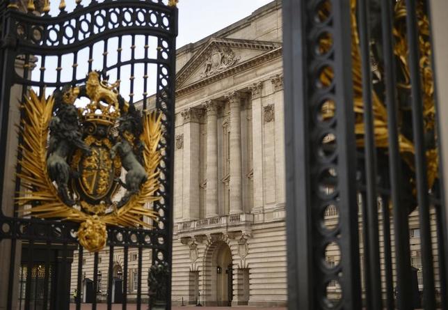 11月18日、老朽化が進む英バッキンガム宮殿改修のため、緊急に必要な費用として今後10年で3億6900万ポンド(約505億円)が英政府によって承認された(2016年 ロイター/Hannah McKay)