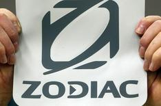 Zodiac Aerospace a publié un résultat opérationnel courant en baisse de 14,1% à 269,6 millions d'euros en 2015-16 mais compte compte l'améliorer de 10 à 20% en 2016-17. Le groupe a aussi annoncé qu'il esperait retrouver son niveau de rentabilité historique d'ici l'exercice 2019-20 après avoir supprimé la plupart de ses surcoûts et certains aléas de production. /Photo d'archives/REUTERS/Regis Duvignau
