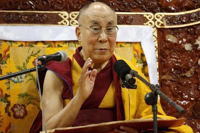 11月24日、チベット仏教の最高指導者ダライ・ラマ14世は23日、訪問先のモンゴルの首都ウランバートルで、ドナルド・トランプ次期米大統領を訪問する意向を示した。写真は20日、訪問先のモンゴル・ウランバトルで撮影(2016年 ロイター/B.Rentsendorj)