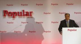 Banco Popular dijo el jueves que su consejo ha reforzado el apoyo a su presidente, Ángel Ron, después de informaciones de prensa que apuntaban a su posible relevo tras las ampliaciones de capital que ha tenido que realizar la entidad. En la foto de archivo, el presidente del banco, Angel Ron, en la presentación de los resultados en Madrid el 30 de enero de 2015. REUTERS/Sergio Pérez