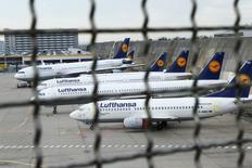 Planes stand on the tarmac during a pilots strike of German airline Lufthansa at Frankfurt airport, Germany, November 23, 2016. REUTERS/Ralph Orlowski