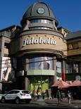 Una tienda de la cadena minorista Falabella en Valparaíso, Chile, ago 28, 2016. Las ventas del comercio minorista en Chile cerrarían con un alza del 3,6 por ciento este año, una cifra mejor a la esperada pese a la desaceleración de la economía, aunque su ritmo disminuiría en 2017, dijo el jueves un gremio del sector.  REUTERS/Rodrigo Garrido