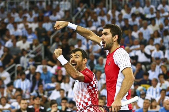 11月26日、男子テニスの国別対抗戦、デ杯ワールドグループ決勝はダブルス1試合を行い、クロアチアが通算2勝1敗とリードした(2016年 ロイター/Antonio Bronic)