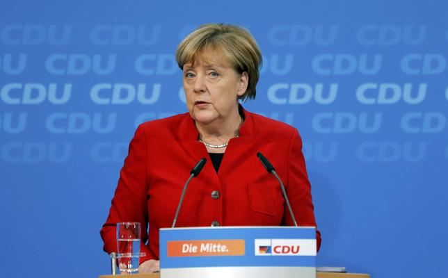 German Chancellor Angela Merkel addresses a news conference, to announce that she will run again for the Chancellorship in the next year general elections, at the Christian Democratic Union Party (CDU) headquarters in Berlin, Germany, November 20, 2016.  REUTERS/Hannibal Hanschke