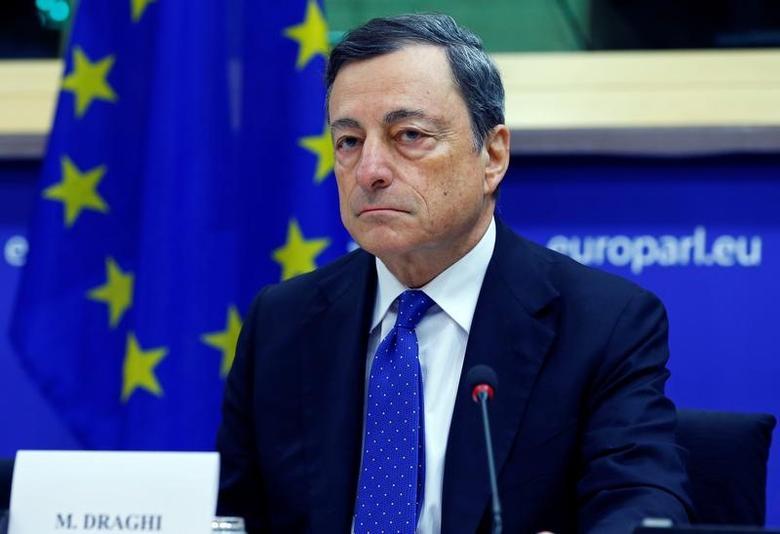 2016年11月28日,布鲁塞尔,欧洲央行总裁德拉吉对欧洲议会经济与货币事务委员会称,增长停滞是欧洲经济的最大风险。REUTERS/Yves Herman