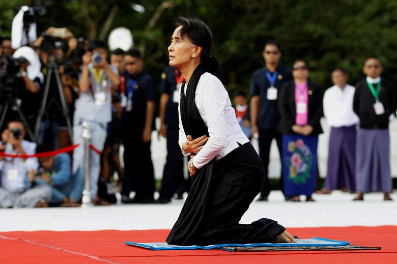 Myanmar State Counselor Aung San Suu Kyi attends an event marking the 69th anniversary of Martyrs' Day at the Martyrs' Mausoleum dedicated to the fallen independence heroes in Yangon July 19, 2016.  Picture taken July 19, 2016. REUTERS/Soe Zeya Tun
