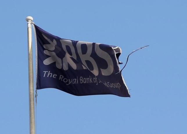 11月30日、イングランド銀行(英中央銀行、BOE)金融政策委員会(FPC)は、国内主要7行に実施したストレステストの結果を発表した。ロイヤル・バンク・オブ・スコットランド(RBS)が不合格で、資本増強が必要になると指摘した。写真はエディンバラで2014年9月撮影(2016年 ロイター/Russell Cheyne)