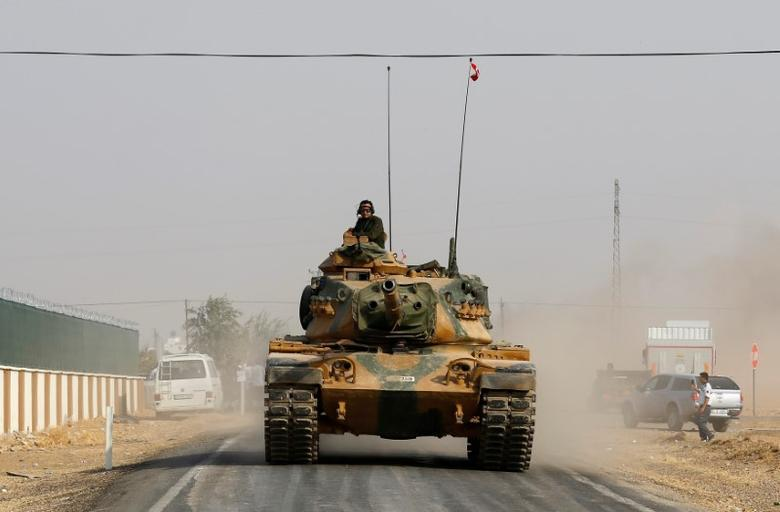 A Turkish army tank drives towards the border in Karkamis on the Turkish-Syrian border in the southeastern Gaziantep province, Turkey, August 25, 2016. REUTERS/Umit Bektas - RTX2MYJV