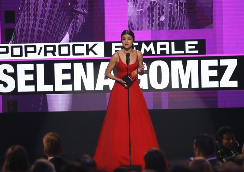 Selena Gomez accepts the award for favorite female pop/rock artist. REUTERS/Mario Anzuoni